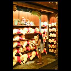 DSC02973 (leeyu_flickr) Tags: travel japan tokyo escape    disneyland  pooh hunny hunt   beauty lady girl woman  legs