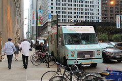 So Dam Good (Flint Foto Factory) Tags: chicago illinois urban city summer august 2016 downtown loop 230 sclarkst jacksonblvd intersection thursday morning am beavers donuts damgooddonuts truck pastries breakfast food foodtruck shedd aquarium amphibians