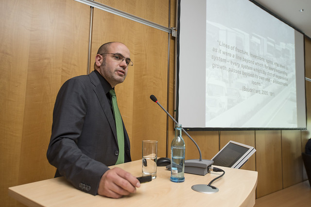 Gordon Wilmsmeier presenting