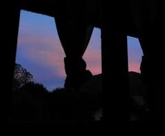 2016 7 Lanzo d'Intelvi, crepuscolo (mario_ghezzi) Tags: lanzodintelvi lombardia italia intelvi valledintelvi nikon coolpix nikoncoolpix p7000 coolpixp7000 nikonp7000 nikoncoolpixp7000 marioghezzi noreflex tramonto crepuscolo finestra windows