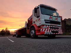 Daf Accident Unit At First Light (JAMES2039) Tags: tow towtruck truck lorry wrecker 4wheeler daf 55 lf55tow flatbed hiab accidentunit cardiff rescue breakdown night ask askrecovery recovery dawn sunrise redsky firstlight