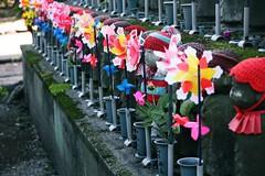 Gardiens des mes d'enfants (lylieperseid) Tags: tokyo voyage trip japon exterieur guardian gardien stone colors