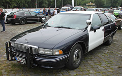 Retired Cop (The Rubberbandman) Tags: street mag show chevrolet chevy caprice 9c1 sedan saloon police polizei cruiser law enforcement america american big car classic cop department german germany land motorshow us usa vehicle yacht fahrzeug auto outdoor linien old vintage hannover hanover
