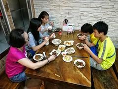 Dinner (Alfred Life) Tags: summarith12227 summarit leicaduallenses plus huaweip9plus p9    asph leica huawei   friendship