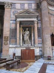 Rome: Pantheon - Altar of St. Anastasius (escriteur) Tags: img5651 rome roma pantheon temple basilica sanctamariaadmartyres stmary martyrs interior aedicule altar sculpture statue stanastasius saintanastasius francescomoderati