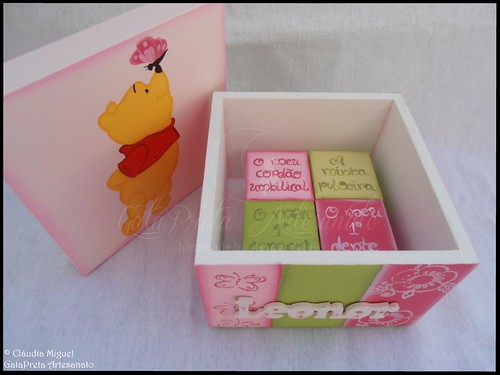 """Fraldário, cesta, caixa recordações de bebé, caixa ganchinhos, moldura e placa porta """"Sweet Pooh's Butterfly"""""""