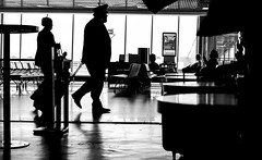 Airport (Luiz Contreira) Tags: brazil people bw men southamerica brasil canon blackwhite airport pessoas shadows sopaulo pb sampa dslr pretoebranco sombras amricadosul canon6d