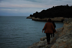 Through the cliffs (Delphine B. (photography)) Tags: friends amis holidays vacances france cliff falaise cliffs nature wild sunset landscape walking high sea night wildness canon canoneos1100d