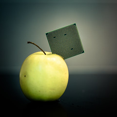 Apple technology... (Zeeyolq Photography) Tags: france apple computer bretagne ios processor iphone milizac