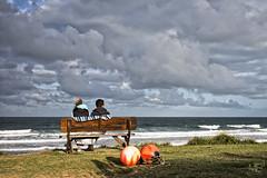 sur le banc DxOFP LM_P0297 (mich53 - Thanks for 2700000 Views!) Tags: sky clouds banc paysage tlmtre france mer vent dxofp plage couple normandie lespieux manche vagues vacances 2015