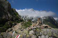 another cairn @ trail to Camona da Terri (Toni_V) Tags: m2400714 rangefinder messsucher leicam mp typ240 28mm elmaritm hiking wanderung randonne escursione alps alpen terrihtte valsumvitg greinahochebene plaunlagreina trail wanderweg sentiero dof bokeh landscape graubnden grisons grischun vrinpassdiesrutterrihtterabius switzerland schweiz suisse svizzera svizra europe cairn steinmnnchen toniv 2016 160716 pizdastiarls pizgreina
