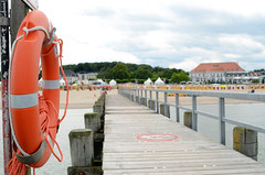 boardwalk (Wolfgang Binder) Tags: boardwalk sea beach lifebuoy holiday summer travemuende nikon d7000 zeiss distagon distagont2825 scenery