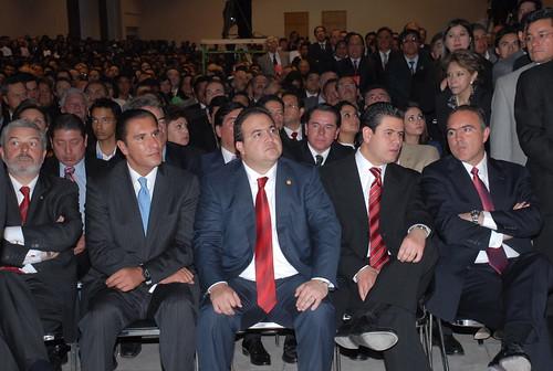 El gobernador Javier Duarte de Ochoa asistió a la Toma de Protesta de Mariano González Zarur, como Gobernador del Estado de Tlaxcala.