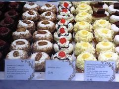 Cupcakes Harrods London Aug 2016 (symonmreynolds) Tags: cupcakes harrods london august 2016