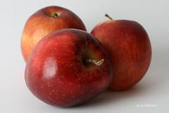IMG_5298 (hemingwayfoto) Tags: rot apfel obst lebensmittel macroaufnahme weihnachstapfel
