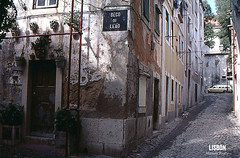 Lis025-corner-building-022115 (imaginingdesire) Tags: door portugal lisbon kodachrome oldbuilding alfama cornerbuilding decodoleao