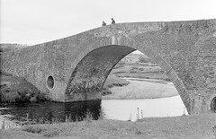 Humphreystown Bridge, Blessington, Co. Wicklow. (National Library of Ireland on The Commons) Tags: jamespodea odeaphotographiccollection nationallibraryofireland humphreystownbridge blessington bridge poulaphouca reservoir dam countywicklow leinster ireland drinkingwater blownup 1938 1939 1940 humprestown wicklow