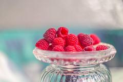 Summer fruits (Renate Bomm) Tags: pink himmbeere raspberry frambuesa obst frchte beeren sweets color fresh renatebomm pictureoftheday 366 2016 stilllife flickr bokeh flickrunitedaward