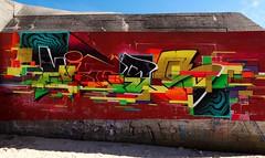 Graffiti'r traeth, Graian e l'Espitau / Grayan-et-lHpital, (Rhisiart Hincks) Tags: euronat graianelespitau graian grayanetlhpital grayan montalivet mdoc ocitania okzitania occitania occitnia ocsitania okitania byncer bunker goudor abri ailryfelbyd secondworldwar eilbrezelbed murlun mural dealbhbhalla livadurmoger graffiti celfystryd streetart playa plaja hondartza trigh beach traeth traezh traezhenn plage
