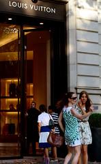 A selfie is cheaper (Juæn) Tags: barcelona summer españa fashion shopping 50mm spain nikon moda streetphotography verano compras louisvuitton selfie