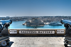 Saluting Battery, Valletta (Michael N Hayes) Tags: malta valletta mediterranean europe salutingbattery upperbarrakkagardens summer fujifilmxpro1 sea culture city