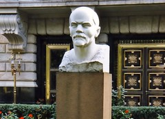 Weisser_Lenin (Karl G.) Tags: berlin oktoberrevolution ostalgie communism kommunismus russland cccp lenin bste lenindenkmal ddr udssr
