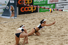 GO4G6932_R.Varadi_R.Varadi (Robi33) Tags: action ball beachvolleyball court block international play sand victory game player sport summer competition show umpire viewers basel switzerland
