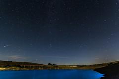Lluvia dorada (Paco Fuentes Vicario) Tags: perseo perseidas lluviadeestrellas meteoritos sanlorenzo lagrimasdesanlorenzo nocturno puente noche cielo estrellasfugaces lluviadorada ngc sky path blue natural