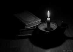 Les caractères (BenoitGEETS-Photography) Tags: 1100d noiretblanc bn bw caractères labruyères bruyère livresanciens livre ancien bougie candle chandelle lumiere geets benoitgeets misterblue blackwhite