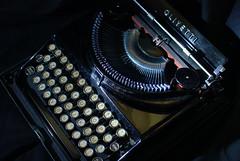 Olivetti MP1 - 1932 (Mattia Pianca) Tags: macro history typewriter 35mm de nikon à machine da nikkor 35 macchina nero écrire escrever olivetti máquina schreibmaschine scrivere storia escribir mp1 كاتبة d80 nikkor35 آلة