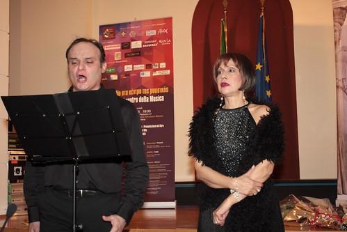 Κωσταντίνος Καριώτης Τζένη Δριβάλα ερμηνεύουν κομάτι από όπερα του Βέρντι