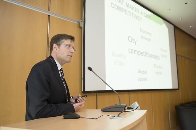 Jerome Pourbaix presenting