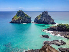 Fernando de Noronha Island - two brothers (dronepicr) Tags: weltnaturerbe unesco worldheritagefernandodenoronha island beach strand insel brasil brasilien natur nature atlantic bestbeach bluewater travel sky summer holiday blue cameraphone water live fun foto photo relax traumurlaub traumstrände traumstrand ocean sea wedding honeymoon outdoor holidays vacation reise reisen