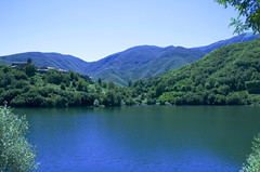 Lago di Vagli (lauratintori) Tags: blue trees mountain lake mountains color colour tree green nature relax landscape lago photography photo nikon pointofview pace ph bluelake paesaggio sunnyday naturephoto d5100 nikond5100 lauratintoriph