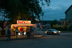 16-4573 (George Hamlin) Tags: maine wiscasset lobster shack food eatery roadside us 1 auto car twilight highway reds eats people lights buildings photo decor george hamlin photography