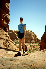 Arches N.P., Turret Arch met Robbert, Utah VS 1992 (wally nelemans) Tags: archesnp turretarch robbert utah vs usa 1992