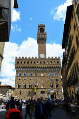 Meet Her At The Palazzo Vecchio (Smith-Bob) Tags: florence firenze italy italia europe street candid people medieval hall townhall palazzovecchio piazzadellasignoria