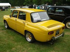 Renault 8 jaune (gueguette80 ... non voyant pour une dure indte) Tags: old castle cars car renault mai exposition autos chateau voitures r8 anciennes pasdecalais 2015 r10 frevent franaises cercamp