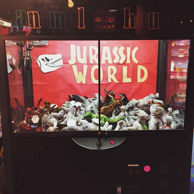 JURASSIC WORLD claw machine