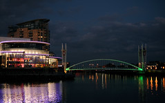 8729 Salford Quays (Ian_Boys) Tags: bridge night 35mm manchester fuji fujifilm salford quays lowry xpro1