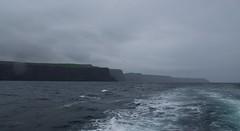 Cliffs of Moher (tanjaettl) Tags: cliffs moher klippen irland nikon d5500 boot meer regen nebel wetter ireland