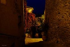 Ruelle de  Bormes dans la nuit (jpto_55) Tags: nuit rue ruelle bormeslesmimosas xe1 fuji fujifilm fujixf1855mmf284r provence var france
