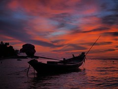"""When the sun says """"Goodbye"""" (fra_m88) Tags: sunset summer landscape thailand travel love colours beautiful beauty beatiful boats red art artist atmosphere beach passion paradise sunrise smile sea sun city island"""