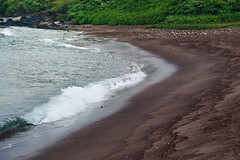 Oneoli black sand beach (heartinhawaii) Tags: maui oneoli oneolibeach blacksandbeach makena southmaui hawaii oceanwave seascape coast shoreline ocean sea sand blacksand nature mauiinnovember nikond3300