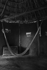 Una vieja choza / an old hut (Hesanz photography.) Tags: hammock amaca choza hut trunk baúl cuadros pinturas paintings frames yucatán méxico canon eos 70d