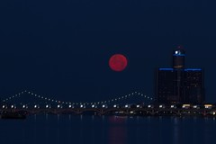 Full Moon July 2016-109 (That Girl, Teri) Tags: purple detroit fullmoon technicaldifficulties rencen gmbuilding betterlucknexttime unedtied rightfromcamera