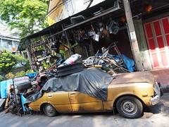 bangkok car repair shop (xelladrillox) Tags: lens thailand asia chinatown bangkok olympus kit f28 omd em1 carrepair 1240mm