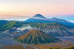 Sunrise in Java (indframe_photo) Tags: indonesia malang mountbromo travelphotography mountsemeru eastjava sunrisephotography lanscapephotography indonesiavolcanicmount