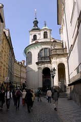 Vlask kaple Nanebevzet Panny Marie (oxfordblues84) Tags: street people building church architecture europe prague praha tourists pedestrians czechrepublic baroque karlova vikingrivercruise baroquechurch nanebevzetpannymarie vlaskkaplenanebevzetpannymarie