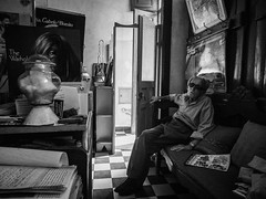 Hairdresser (Vitor Pina) Tags: street portrait people urban blackandwhite man streets men monochrome contrast portraits photography pessoas moments shadows faces candid portait streetphotography urbano scenes pretoebranco momentos